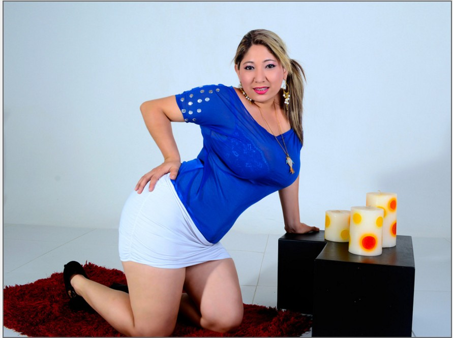 yummy_curves is one of dozens of cam girls with braces at HomeWebcamModels.com
